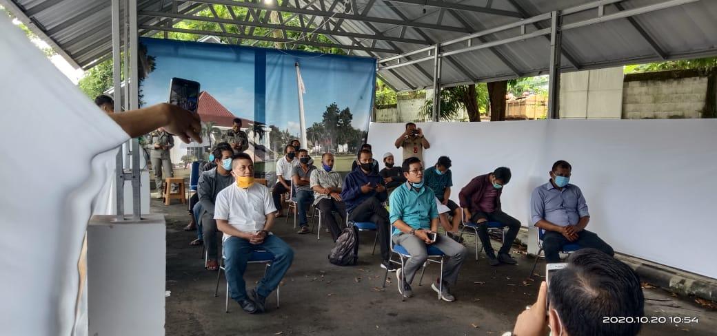 Puluhan nelayan saat audensi di Kantor DPRD Kabupaten Bangka, Selasa (19/10/2020).